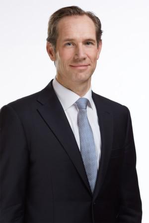 """Philip Lacor, Geschäftsführer Firmenkunden bei Vodafone Deutschland: """"Mit unserem neuen Angebot bieten wir unseren Kunden ein hochsicheres Cloud-Portfolio made in Germany, mit dem sie Kosten sparen, flexibel und schnell auf Marktanforderungen reagieren können und immer auf dem neuesten technologischen Stand sind."""""""