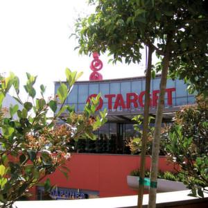 Target-Einkaufszentrum in West Hollywood, Kalifornien: Im Herbst 2013 wurde die Supermarkt-Kette Target zum Opfer des bisher umfangreichsten Hacker-Angriffes auf ein Handelsunternehmen in den USA. Es gelang, Malware in die Sicherheits- und Bezahlsysteme einzuschleusen. 40 Millionen Kreditkarten-Datensätze wurden auf diese Weise entwendet.