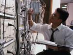 Nicht nur Nerven können zusammenbrechen (USA): Eine US-amerikanische Firma wollte ihre IT-Infrastruktur erneuern und bekam daher ein komplett neues Storage Array, das bereits auf seinen Einsatz im Serverraum wartete. Doch einen Tag vor Anschluss des neuen Arrays brach das alte zusammen – der Zugriff auf kritische Unternehmensdaten war auf einen Schlag verloren.