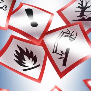 Egal ob Gefahrstoffe als Probelieferungen zugesendet oder über Dienstleister mitgebracht wurden – die Wege sollten untersucht und prozessseitig gesteuert werden.