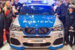 BMW X4 2.0i X-Drive in Polizei-Optik von AC Schnitzler, Hella, Hankook und Foliatec.