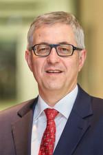 Vom 1. April 2015 an übernimmt Dr. Rolf Bulander die Verantwortung für den Bosch-Unternehmensbereich Mobility Solutions. Er verantwortet unverändert die Geschäftsbereiche Diesel Systems, Gasoline Systems, Starter Motors and Generators sowie die Zentralfunktion Qualität. Zusätzlich fällt künftig der Bereich Electrical Drives in seine Verantwortung.