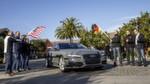 Start zur 550 Meilen langen pilotierten Testfahrt vom Silicon Valley nach Las Vegas: Ricky Hudi, Leiter Entwicklung Elektrik/Elektronik, (links) und Ewald Gössmann, Excecutive Director Electronic Research Lab California (ERL), (Dritter von rechts) schicken den Audi A7 Sportback piloted driving concept auf die Strecke