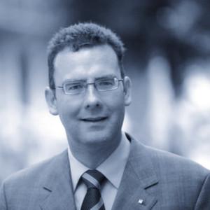 """Der Autor: Prof. Dr. Gerald Mann lehrt Volkswirtschaftslehre an der FOM Hochschule für Oekonomie & Management in München. """"Das transatlantische Freihandelsabkommen TTIP birgt mehr Chancen als Risiken. Aber Europa muss gut verhandeln, denn ein schlechtes TTIP-Abkommen hilft uns nicht weiter."""""""