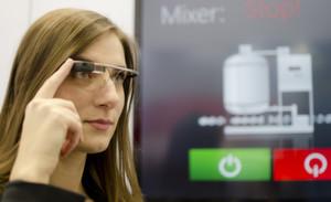 Eine Brille mit Computer, Display, Internet, Mikrofon und Kamera: Mit Google Glass experimentierten auch die Autoamtisierer.