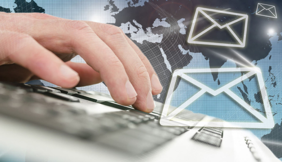 """Crisp: """"Schon häufig für tot erklärt ist die e-Mail immer noch das zentrale Medium der Kommunikation und des Projekt-Managements in Unternehmen."""""""
