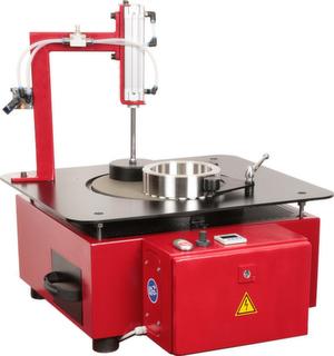 Feinschleifmaschine mit 300 mm Tischdurchmesser zur Finish-Bearbeitung kleiner Teile.