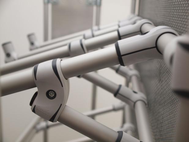 Verbundwerkstoffe machen Rohrklemmsysteme leichter