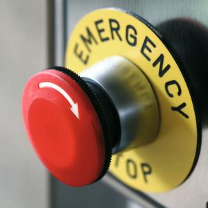 Letztes Mittel: Ein Not-Aus-Schalter ist bei vielen Maschinen unentbehrlich. Er darf jedoch keineswegs das einzige Element der Sicherheitsarchitektur darstellen.