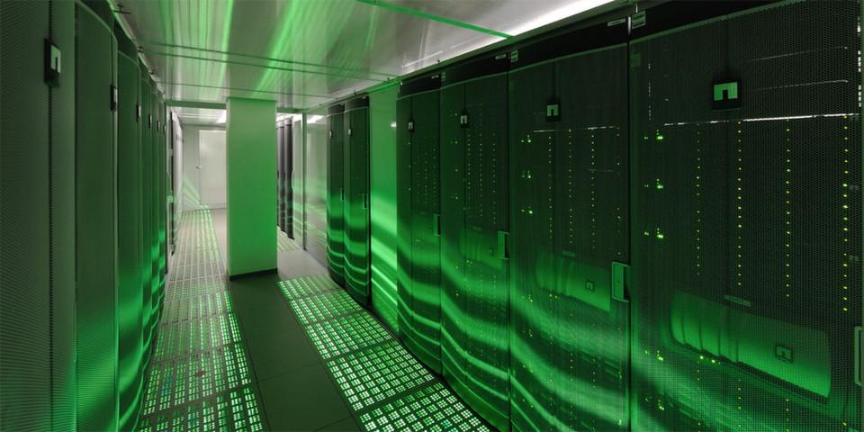 SAP hat in New York mit S/4HANA eine neue Generation der Enterprise Business Software vorgestellt. Mit dem Release ist es SAP gelungen, den Speicherbedarf der In-memory-Datenbank und ihrer Anwendungen auf ein Zehntel zu drücken. Im Bild: das SAP-Rechenzentrum in St. Leon-Rot.