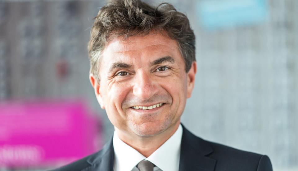 Dr. Ferri Abolhassan ist Geschäftsführer der T-Systems International GmbH und verantwortlich für die IT-Division. Der promovierte Informatiker ist Autor und Herausgeber zahlreicher Bücher und Publikationen.