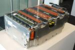 Im Porsche Panamera Hybrid liefert die Lithium-Ionen-Batterie von Bosch den Strom. Mit ihrem Energieinhalt von 9,4 kWh fährt der Plug-in-Hybrid 18 km bis 36 km rein elektrisch.