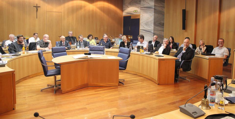 Der Tuttlinger Gemeinderat nutzt für seine Sitzungen iPads und spart dadurch Papier und Zeit