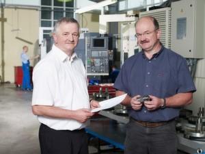"""Die Geschäftsführer Dr. Peter Schiekel (links) und Gert Schiekel (rechts): """"Wir wollen und werden weiter wachsen."""""""