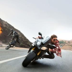 BMW filmreif: Tom Cruise flüchtet auf der Doppel-R