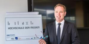 Prof. Harald Eichsteller gibt in seinem Eröffnungsvortrag als Experte für Online-Marketing, Innovationsmanagement und kundenorientierte Strategien, praktische Anregungen für die digitalen Konzepte von Unternehmen
