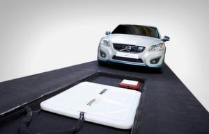 Verlangen neue Testlösungen: Elektro- und Hybridautos wie dieser induktiv ladbare Volvo C30