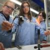 Schülerinnen sammeln praktische Erfahrung in MINT-Berufen
