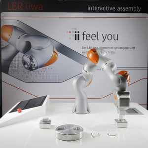Der Kuka LBR iiwa ist für die direkte Zusammenarbeit zwischen Mensch und Maschine ausgelegt.