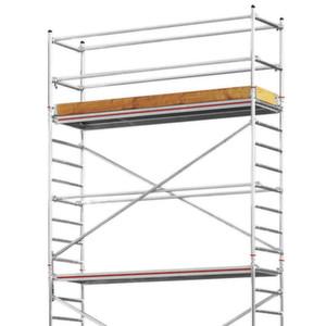 Speziell für unebene Flächen in Rohbauten oder im Außenbereich hervorragend geeignet: Das modulare Fahrgerüst Advanced Safe T 7075.