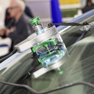 Auf den Würzburger Karosserie- und Schadenstagen erhielten die Teilnehmer viele Informationen zu Reparaturtechniken, beispielsweise im Bereich Glas.