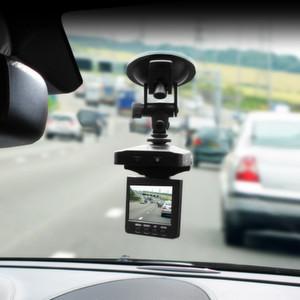"""Aufnahmen aus """"konkretem Anlass"""" sind verwertbar: Das Amtsgericht Nienburg hat als erstes deutsches Strafgericht Aufnahmen einer Dashcam als Beweismittel zugelassen."""