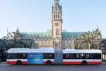 """Mit vollen Batterien in den Liniendienst: Der Gelenkbus Urbino 18,75 electric des polnischen Herstellers Solaris, hat daneben noch eine Wasserstoff-Brennstoffzellen-Einheit an Bord. Mit dem erzeugten Strom speist sie direkt die Batterien des Elektrobusses, der sein Einsatz-Pensum auf der """"Innovationslinie 109"""" so ohne Ladestopp absolviert."""