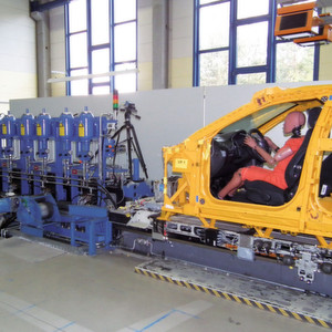 Sicherheits-Engineering für eine Crash-Simulationsanlage