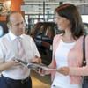 Digital Natives kaufen im Autohaus