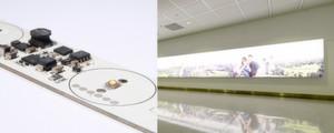 Geeignete Leiterplatte: Für die Hintergrundbeleuchtung von Anzeigeflächen in Flughäfen (rechts) werden Cogistrip-Module vor Ort zu Leuchtschnüren aneinandergereiht und montiert (links)
