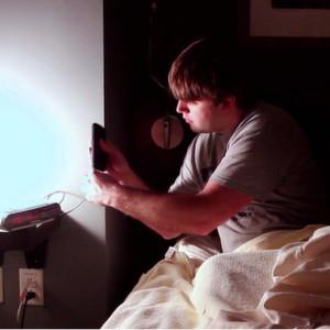 Smartphone-gestützte Apps sollen künftig die Diagnose von Schlafapnoe vereinfachen. Forschier zielen darauf ab, insbesondere das Anfertigen von Polysomnografien weniger aufwändig und günstiger zu machen.