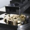 Mikrometergenau gesteuert: Neuartige Servopresse für Uhrwerke