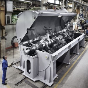 Ein Mensch wirkt winzig neben dem KM 57000 SIN, dem bisher größten Mischer, der in der 77-jährigen Firmengeschichte der Gebrüder Lödige Maschinenbau gefertigt wurde.