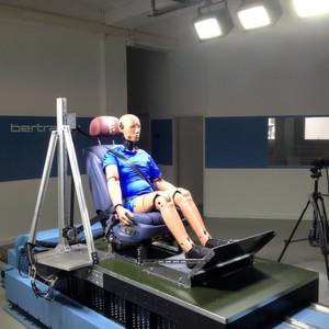 Bertrandt präsentierte erneut sehr positive Zahlen und investiert weiter kräftig in den Ausbau der technischen Anlagen. Ein Beispiel ist der elektromagnetsiche Crash-Schlitten.