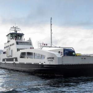 Elektrische Autofähre geht in Norwegen in Betrieb