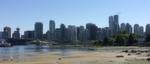 Das Vancouver Convention Center, erkennbar an dem begrünten schrägen Dach, im Mai 2015 Heimat des halbjährlich stattfindenden Open-Stack-Summit, liegt direkt am Meeresstrand, ...