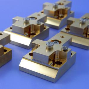 Laserbarren mit optimiertem Aufbau für Hochleistungs-Laseranwendungen auf CCP-Mount, die im Projekt CryoLaser entwickelt wurden.