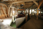Ein typisches Boot aus der Flotte der Seenschifffahrt. Es ist 20 m lang, 3,5 m breit und aus edlen Holzarten handgearbeitet. Im Inneren finden bis zu 93 Passagiere auf Holzbänken im Stil der 20er Jahre Platz.