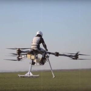 Erster bemannter Flug mit einem elektrischen Tricopter