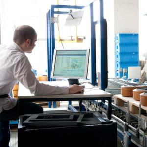 Der Online-Studiengang Master:Online Logistikmanagementrichtet sich an Mitarbeiterinnen und Mitarbeiter sowie Verantwortliche in der Logistik, die sich auf eine leitende Funktion innerhalb derLogistik vorbereiten möchten.