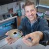 Self-Assembled Nanotextures Create Antireflective Surface