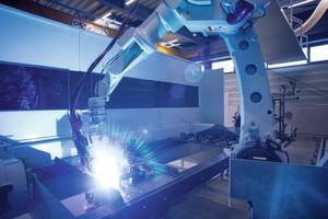 Die geräumige neue Schweissroboteranlage der Ed. Keller AG verfügt über einen Panasonic-Schweissroboter, der mit drei verschiedenen Brennern ausgerüstet ist.