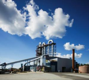 Outotec hat zusammen mit KIC Inno Energy und der Universität Stuttgart eine Pilotanlage eröffnet, welche Biomasse in saubere Energie umwandelt ohne dabei das Problem des Algenwachstums in Gewässern aus den Augen zu verlieren.