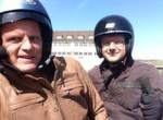 Das Selfie zum Soziustest. »bike und business«-Chefpilot Stephan Maderner und Redakteur Jan Rosenow.
