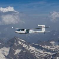 Forschungsflieger überquert die Alpen