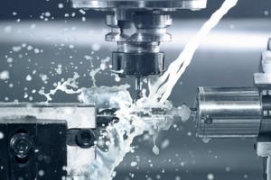 Tiefe Verluste im Motor in Kombination mit dem gesteuerten Anfahren einer Position für den automatischen Werkzeugwechsel ohne Verwendung von Encodern und Hallsensoren machen Sensorlos-Verfahren interessant für den Betrieb von Werkzeugspindeln im Maschinenbau.