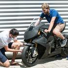 Motor läuft bei E-Motorrad rückwärts