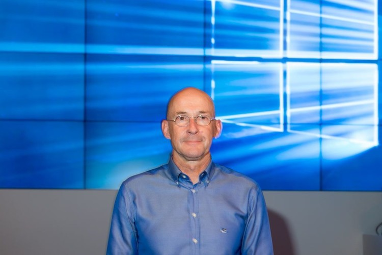 """Sichtlich stolz: """"Windows 10 ist der Leuchtturm für die Transformation von Microsoft"""", so Alexander Stüger, Vorsitzender"""