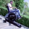 Ein Rollstuhl, der Treppen steigen kann