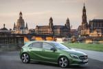Flacher, enger, dynamischer. Mit der jetzigen Generation der A-Klasse brach Mercedes radikal mit dem Vorgänger. Für mehr Komfort sorgt nun die erste Modellpflege.